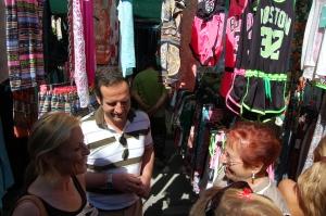 En el Mercadillo de Ciudad Jardín apoyando la venta ambulante